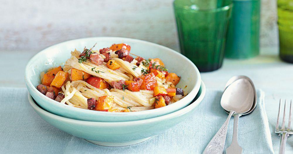 Unsere Kürbis-Speck-Spaghetti haben ganz eindeutig Potential, die neue Lieblingspasta der Familie zu werden.