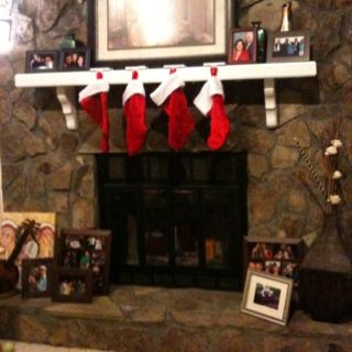 I'm so pleased with my decision to put all the pictures around the fireplace!