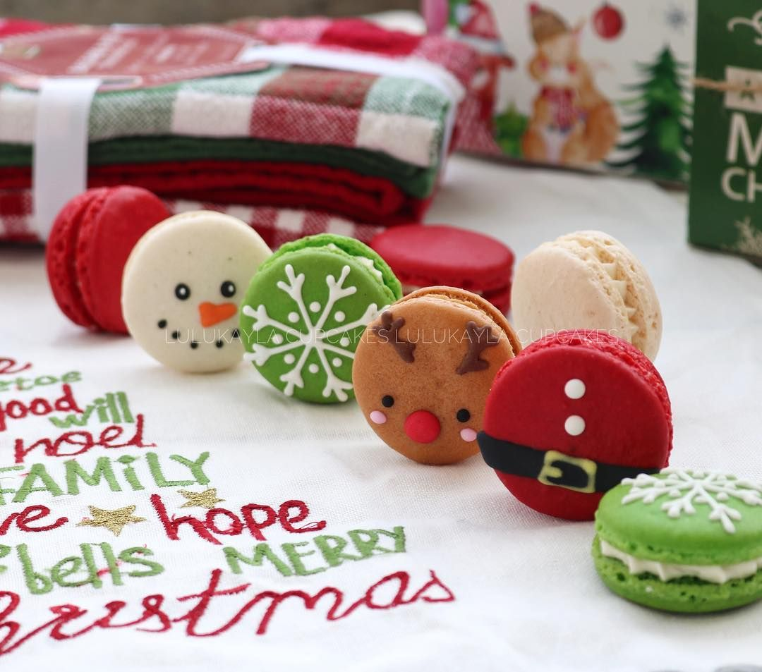 Code Mc 6 Box Of 6 Christmas Macarons Whatsapp O Christmas Macarons Christmas Cookies Decorated Christmas Deserts