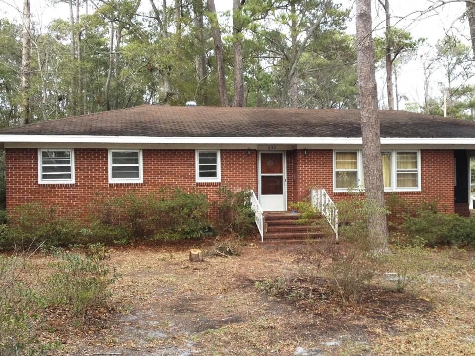 With its worn brick facade, beat-up roof, and sandy yard, the house was a real downer, especially compared with other cute bungalows in the area. Trees and overgrown azaleas swallowed up the landscaping.