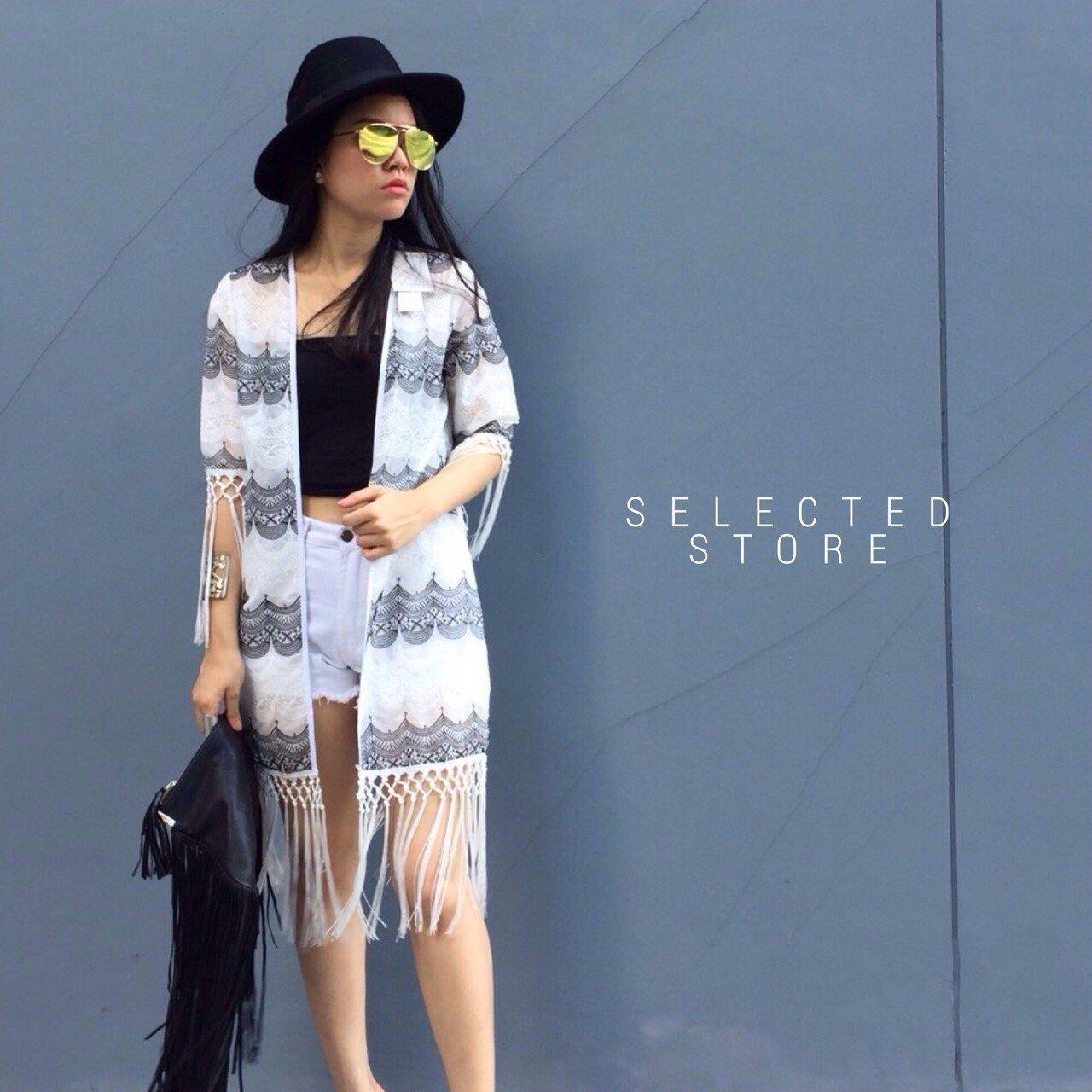 """Blazer Weave✨  เสื้อคลุม ผ้าปักลายสลับขาวดำ เนื้อผ้าอยู่ทรงสวย ลายปักสวยมาก ติดพู่ปลายแขนและชายผ้า น่ารักมากๆ    Size :   อก 40""""  ยาว+พู่ 40""""  ยาว 31""""    สนใจ ติดต่อ :   Facebook   : www.facebook.com/adsdress  Line            : @adsdress Instagram   : @adsdress Tel.              : 0986967889 E-mail         : adsdress@hotmail.com"""