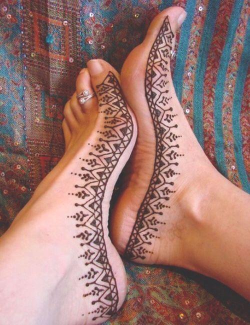 Bild über We Heart It https://weheartit.com/entry/86504883/via/12972535 #art #beautiful #culture #design #feet #henna #love #orient #shoes #tattoo