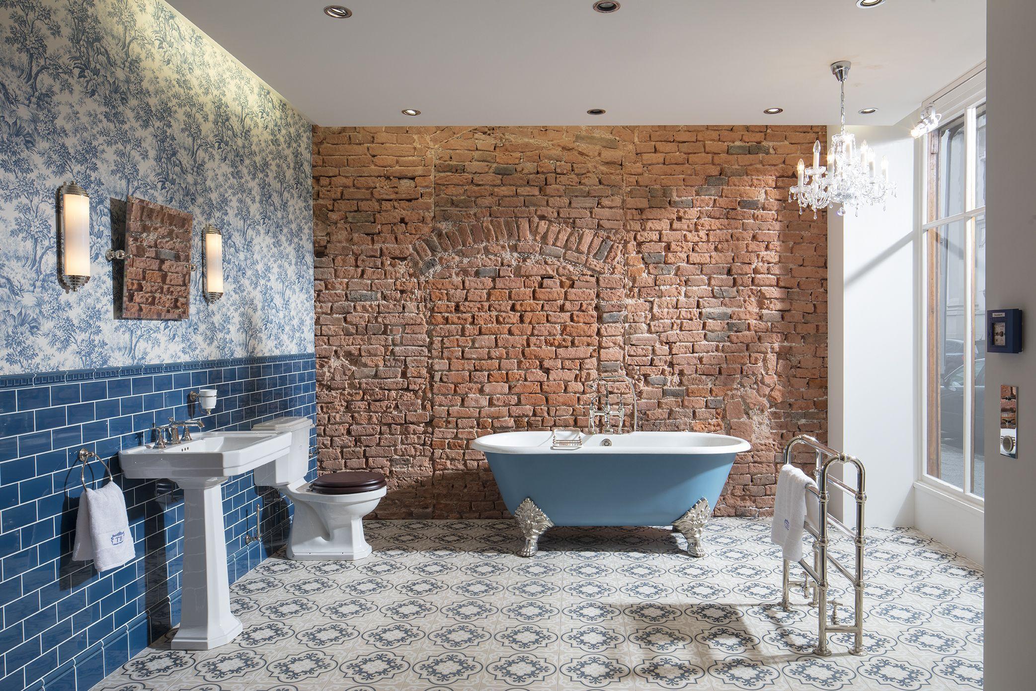 Das Badezimmer Bristol Im Nostalgischen Stil Lasst Die Herzen Aller Freunde Des Englischen Lifestyle H Traditionelle Bader Badezimmer Englisch Bad Einrichten
