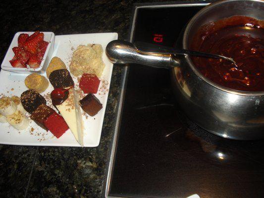 CHOCOLATE BERRY CRUNCH FONDUE The Melting Pot Copycat Recipe #themeltingpot CHOCOLATE BERRY CRUNCH FONDUE The Melting Pot Copycat Recipe #meltingpotrecipes