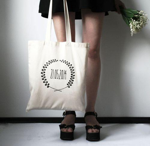 un tote bag personnalis pour un v nement mi boda pinterest evjf cadeau invit et. Black Bedroom Furniture Sets. Home Design Ideas