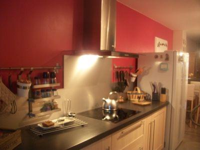 ma cuisine aux murs framboise vous avez une cuisine