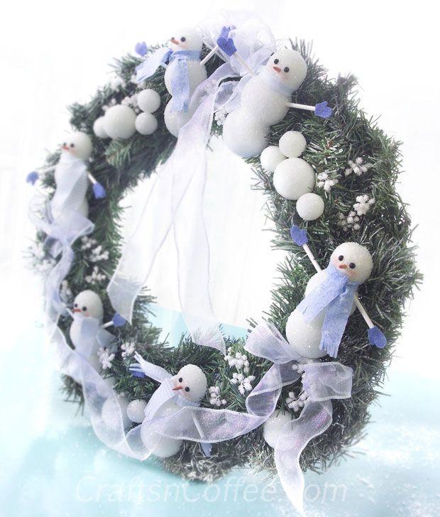 Corona de muñecos de nieve y bolas de nieve   -  Snowman & Snowballs Wreath
