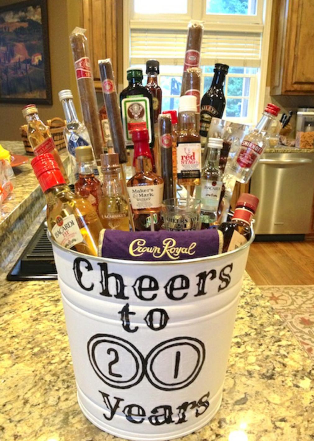 21 Mini Alcohol Bucket// DIY Gifts// 21yr old Birthday