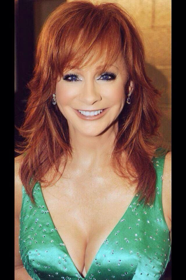 2018 Celebrity Birthday Reba Mcentire Country Reba Nell Mcentire Monday March 28 195 Country Female Singers Redheads Beautiful Redhead