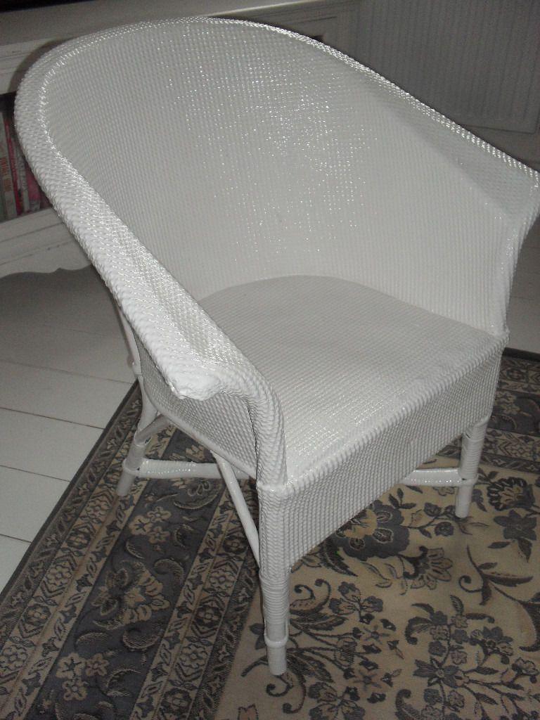 Pretty Little White Wicker Chair White wicker chair