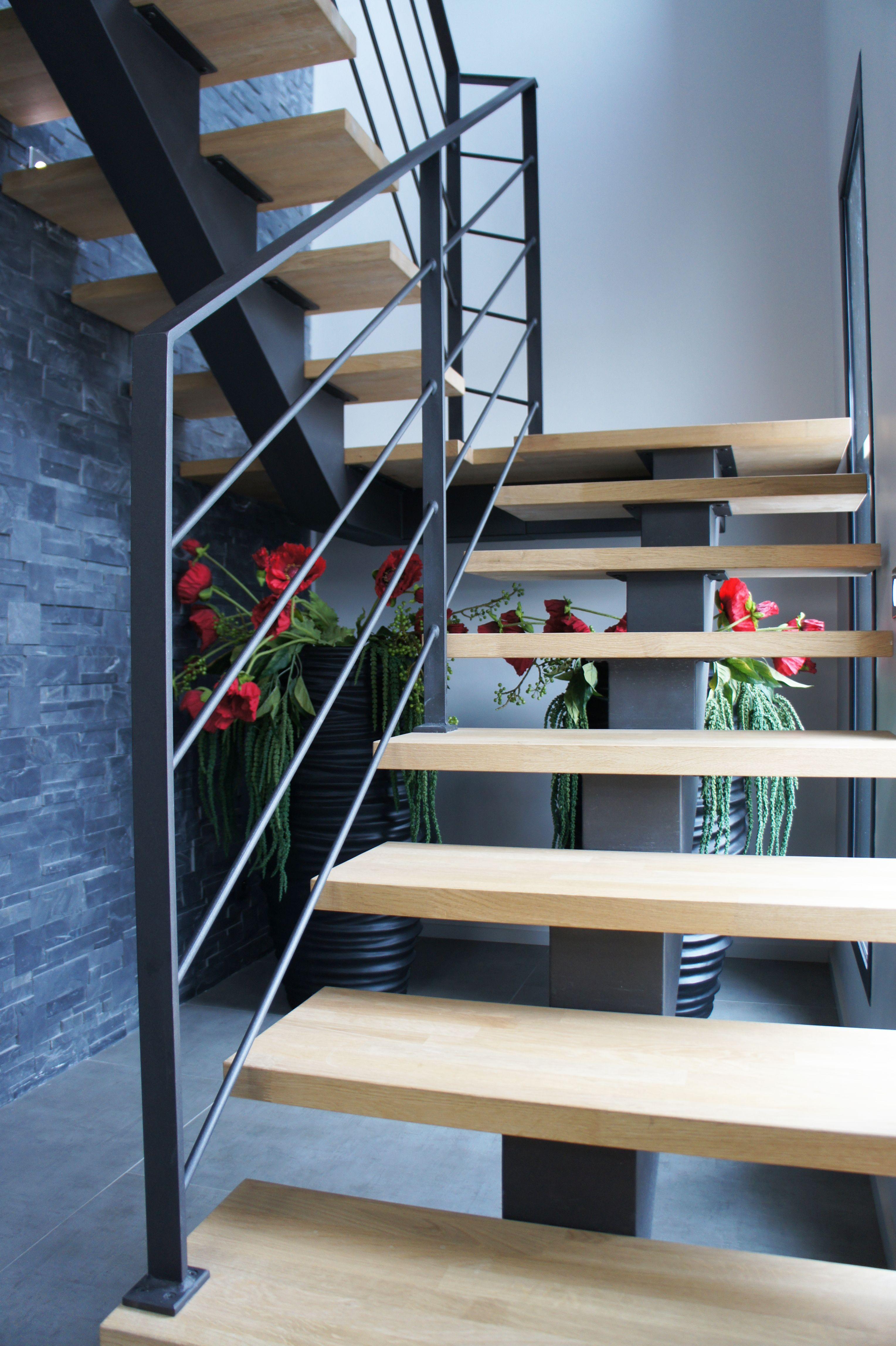 rampant d 39 escalier compos d 39 une main courante en fer plat. Black Bedroom Furniture Sets. Home Design Ideas