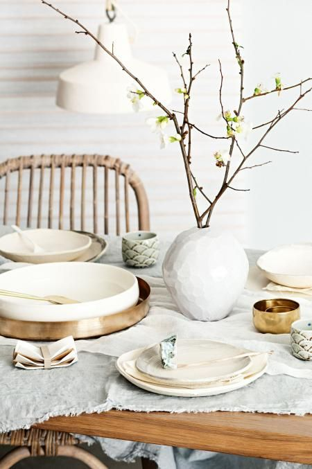 pared-back-table-setting-crop