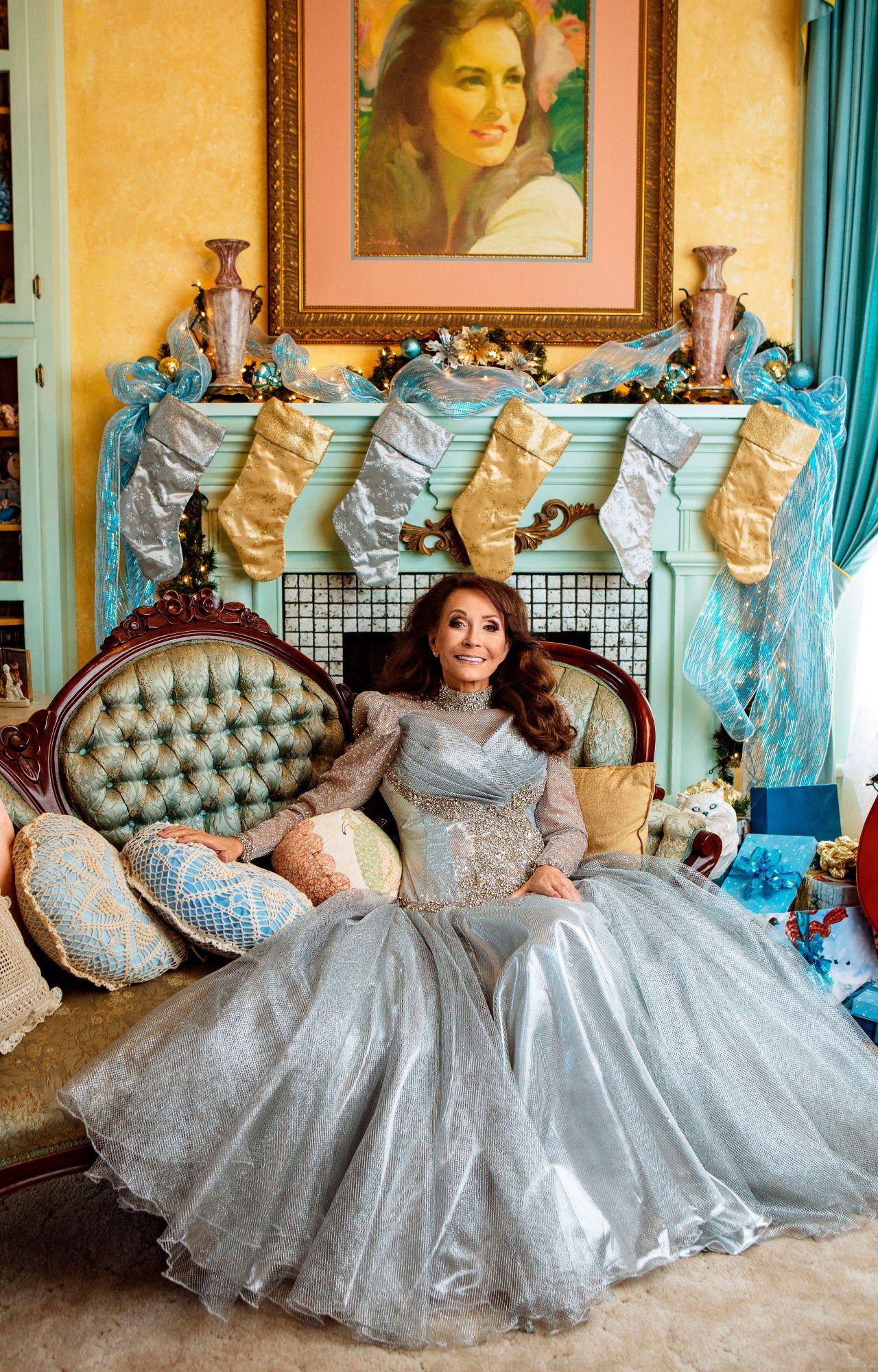Loretta Lynn Recalls Her Holidays In The Holler Old Country Music Loretta Lynn Country Music
