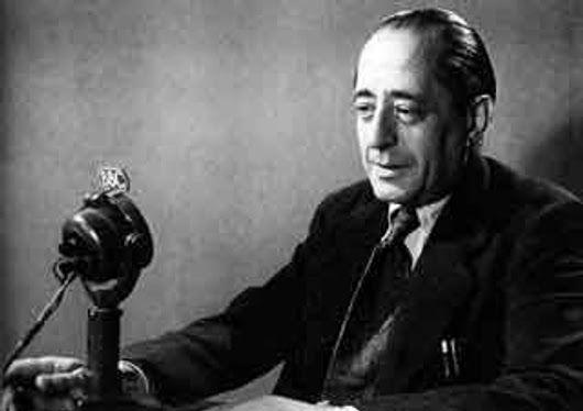 Hoy es el aniversario del nacimiento del escritor español Arturo Barea en 1897. Su trilogía «La forja de un rebelde» (1941-1944) es una obra fundamental para la historia y la literatura españolas. Imprescindible. (En la imagen, durante una de sus alocuciones desde la BBC, durante su exilio en el Reino Unido.) http://www.veniracuento.com/