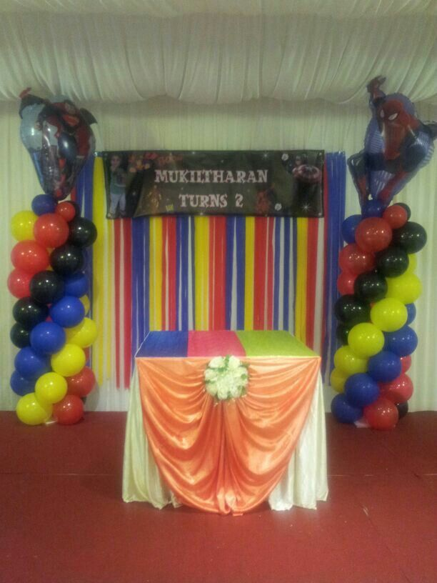 how to make a balloon and streamer backdrop