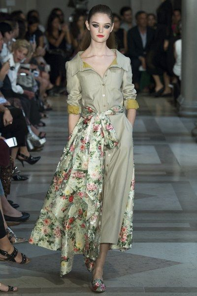 View the complete Carolina Herrera Spring 2017 collection from New York Fashion Week.