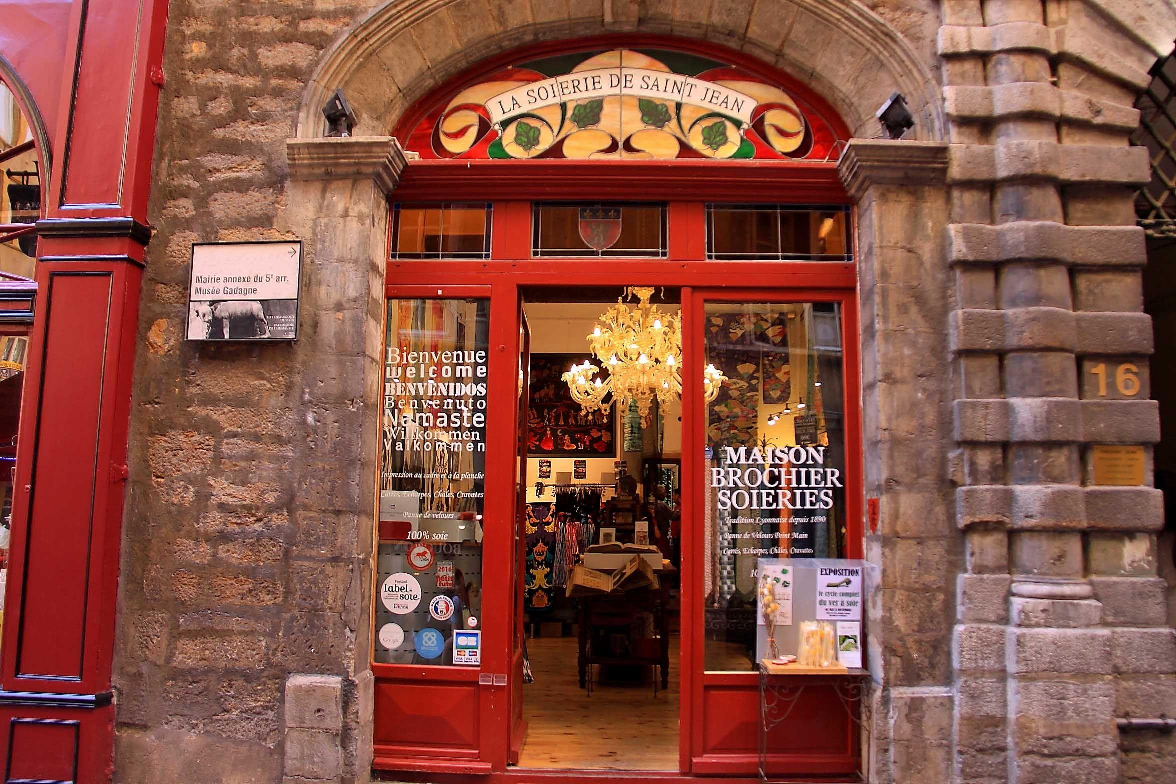 Lyon 5eme Rue De Gadagne Magasin De Soierie Vieux Lyon Soierie Vieux Lyon Rue
