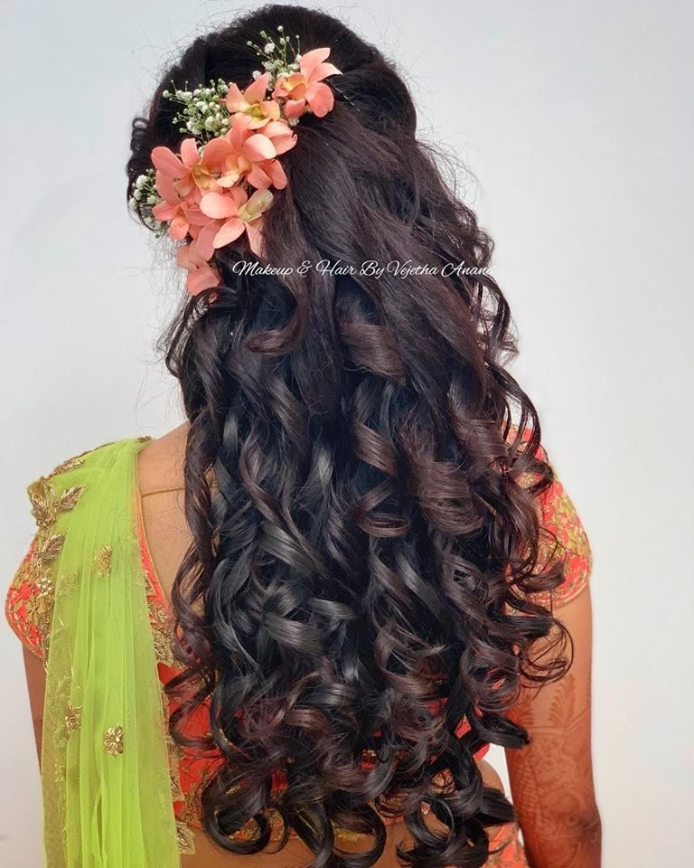 Gorgeous Bridal Reception Hairstyle By Mua Vejetha Anand South Indian Bride In Bridal Hairstyle For Reception Indian Bridal Hairstyles Indian Bride Hairstyle