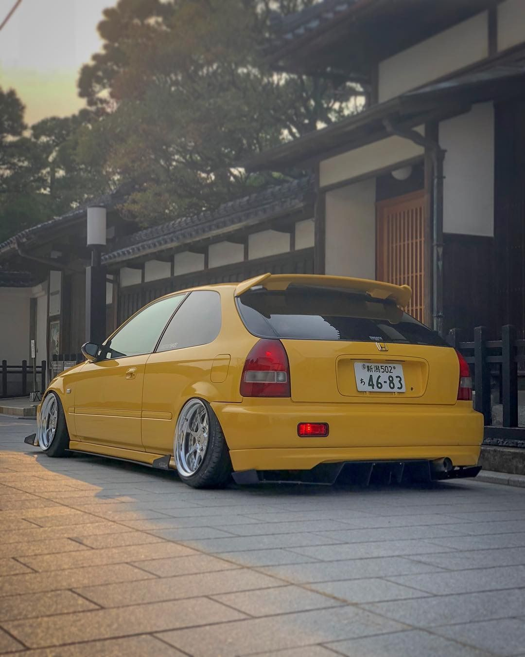 yellow ek9 the first civic type r in the road honda. Black Bedroom Furniture Sets. Home Design Ideas