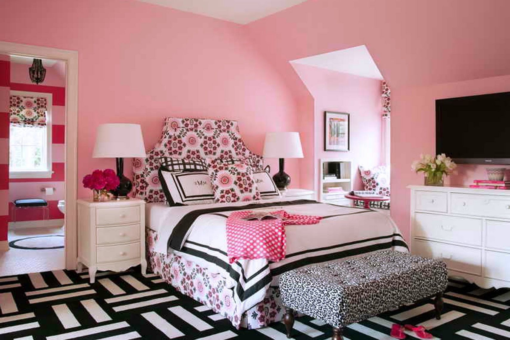 Small Bedroom For Teenage Girls Teenage Girl Room Ideas To Show The Characteristic Of The Owner
