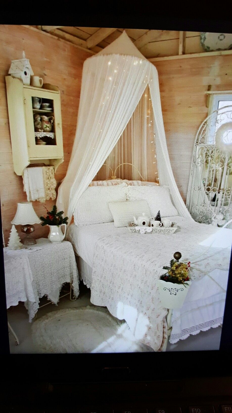 Pin by darcy hiestand on indoors pinterest dormitorio - Dormitorio shabby chic romantico ...
