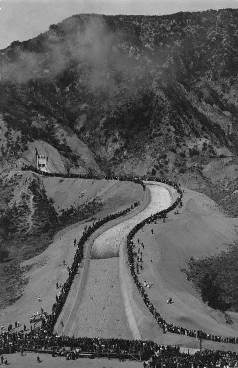 People Watch In Amazement As The Los Angeles Aqueduct Water Starts Flowing Down The Cascades Into Th Los Angeles History California History San Fernando Valley