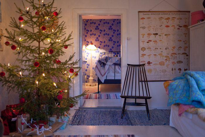 Joulu olohuoneen nurkassa - Vihreä talo