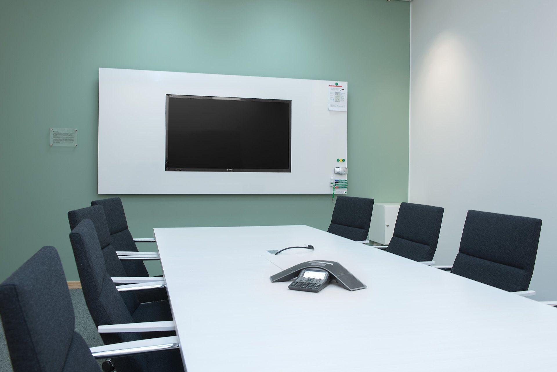 Pin Pa Motesrum Kontor Skola Utbildning Konferensrum Design Teknik Meeting Room Interior Design Digital Meetings Conference Room
