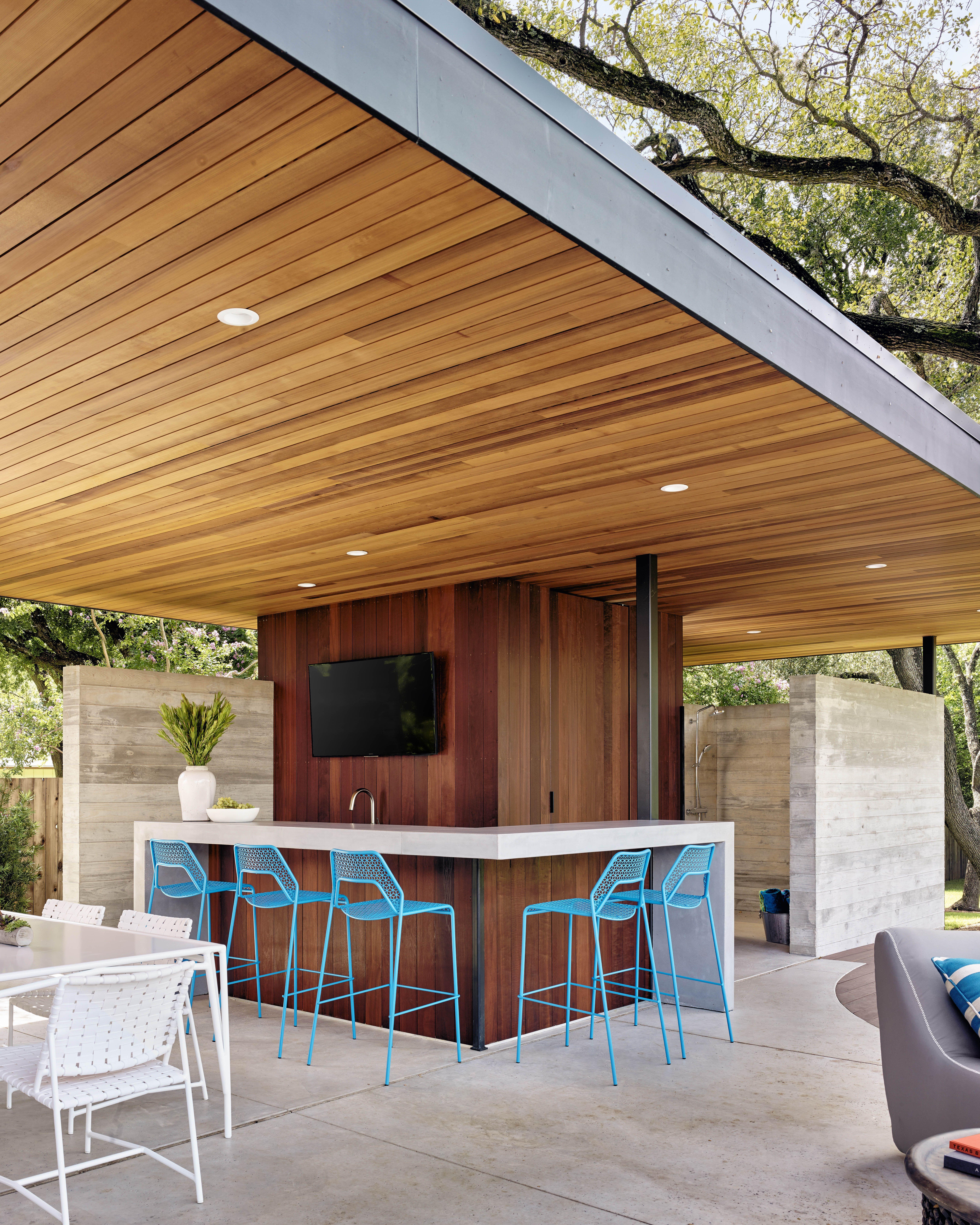 Modern Outdoor Bar And Patio Bull Creek Residence Austin Tx