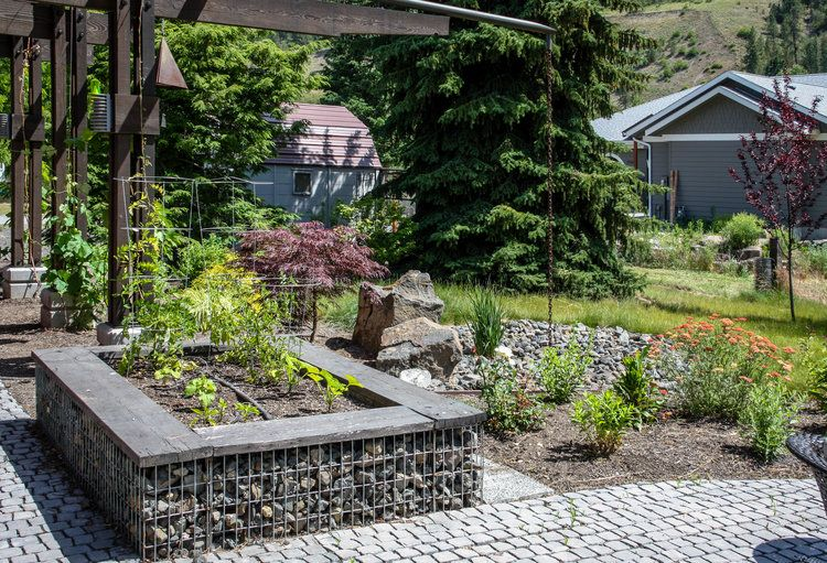 Elegant The Raised Garden Beds Have Gabion Walls Topped By Weathered Wood Boards, Making  A Perfect