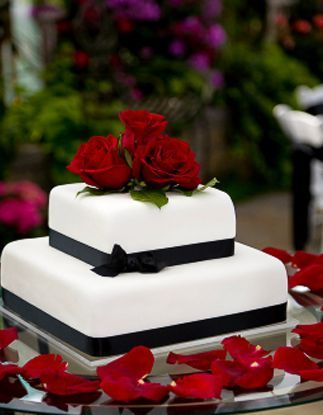 Quadratisch Mit Roten Rosen Klassische Hochzeitstorten Nice