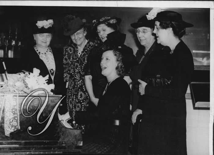 1947 Jeanette MacDonald Actress Sings w/Gold Star Ladies  News Service Photo