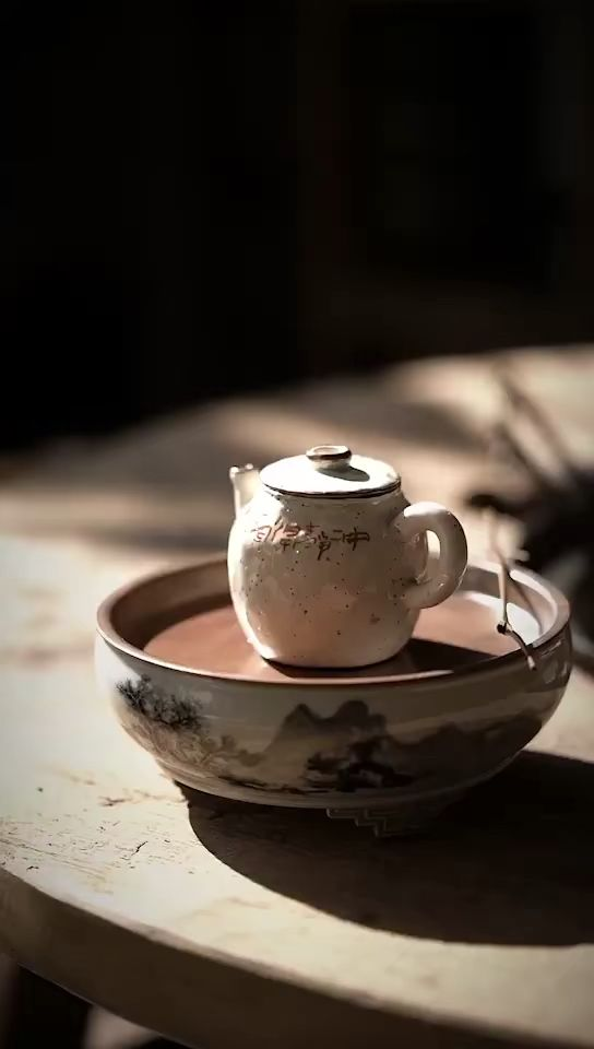 Luxury tea sets, for sure. Handmade teapot and tea Boat. Decorated with Chinese ink paintings. And coppers on the rims, what an unique? #teapots #teaset #teaware #teatime #teafortwo #handmade #chineseart