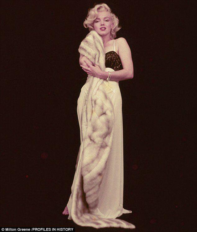 RARE 5X7 GalleryQuality PHOTO 1 MARILYN MONROE PLATINUM BEAUTY FIXING DRESS