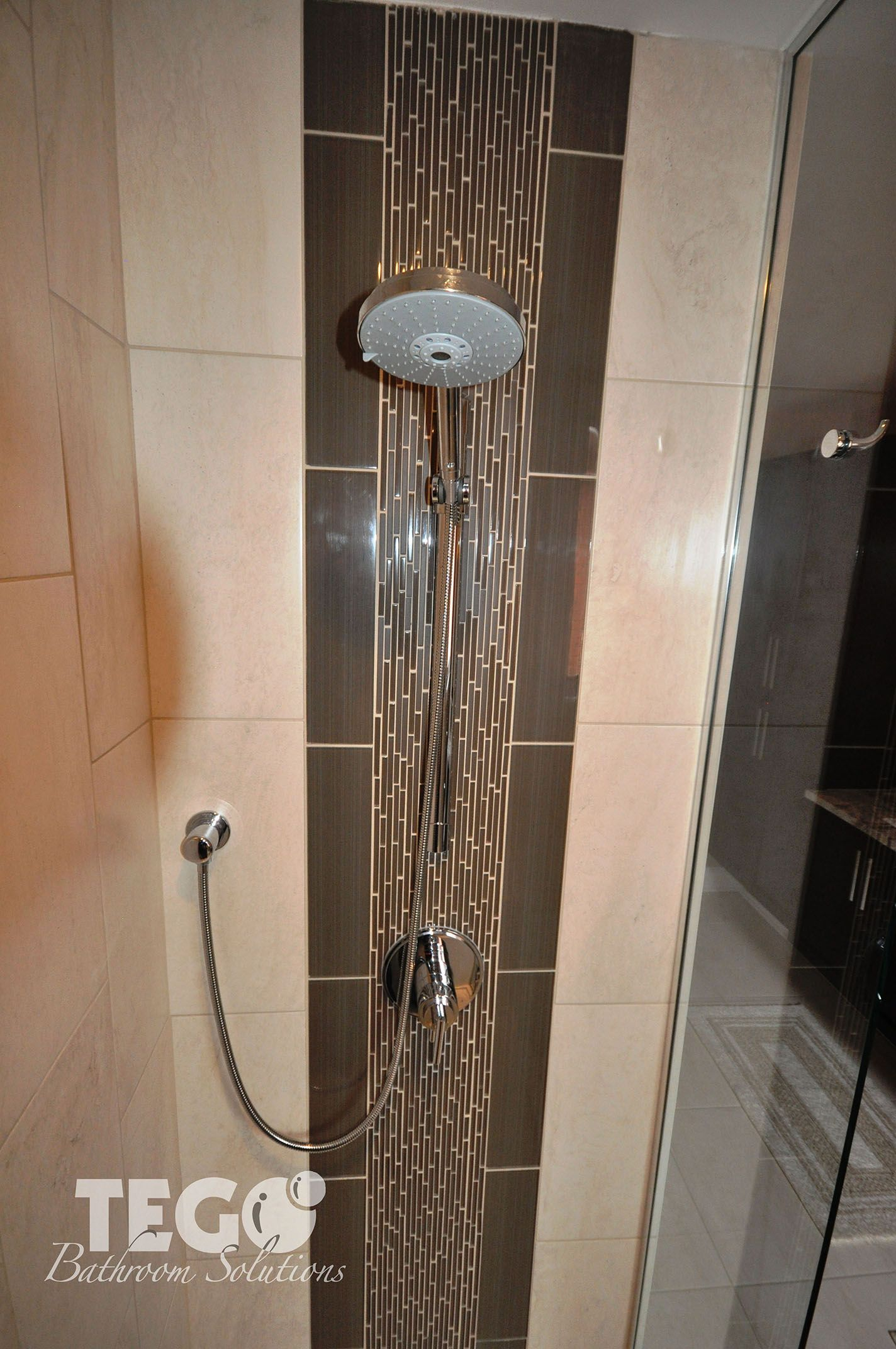 Handheld shower with vertical mosaic accent tile