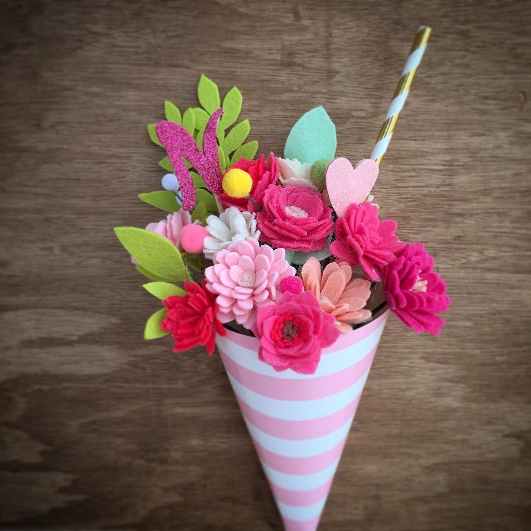 Sundae flower bouquet on wooden background | Felt flowers/ Цветы из ...