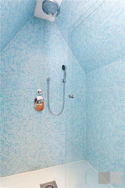 blauw mozaiek in de badkamer | sky blue lekker vakantiegevoel ...