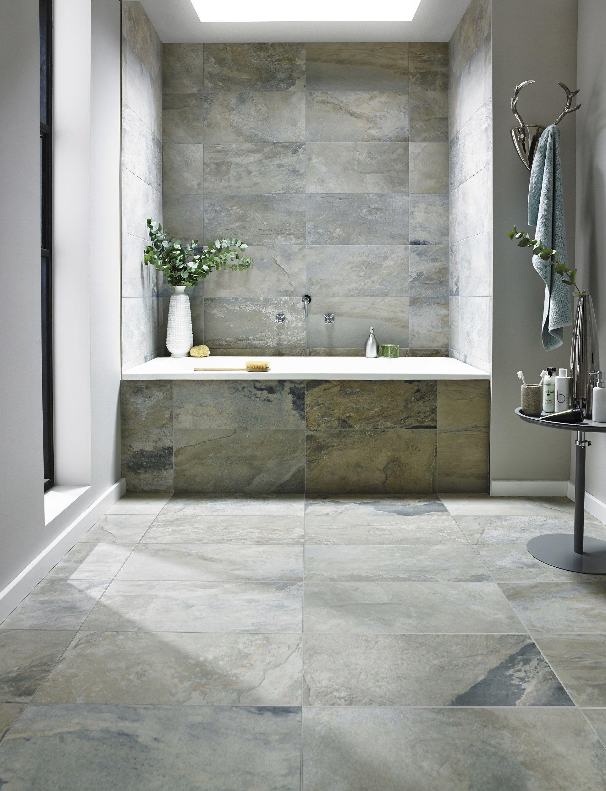 Badezimmer Kombination Aus Feinsteinzeug 60x60 Cm Auf Dem Boden Und 30x60  Cm An Der Wand.