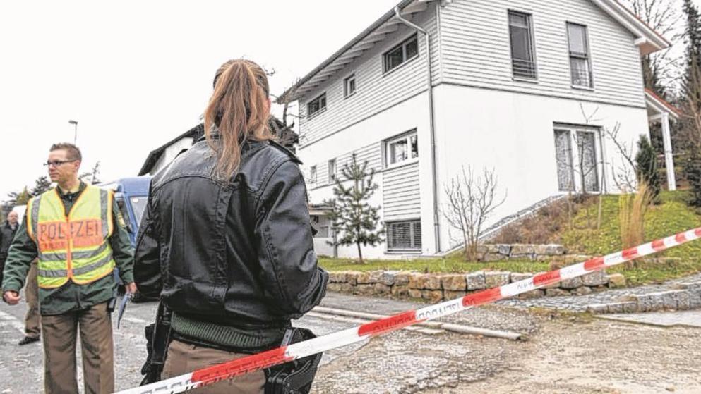 In Diesem Haus Ereignete Sich Das Drama Polizeibeamter Leichen Polizei