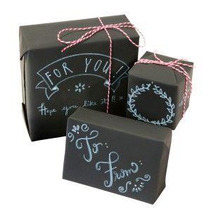 """Auf der Suche nach neuen Ideen zum Geschenke-Verpacken? Das Geschenkpapier-Set """"Tafel"""" zum Beschriften ist an kreativem Potential nicht zu schlagen! Für Kalligraphie-Künstler, Comic-Zeichner und andere Individualisten."""