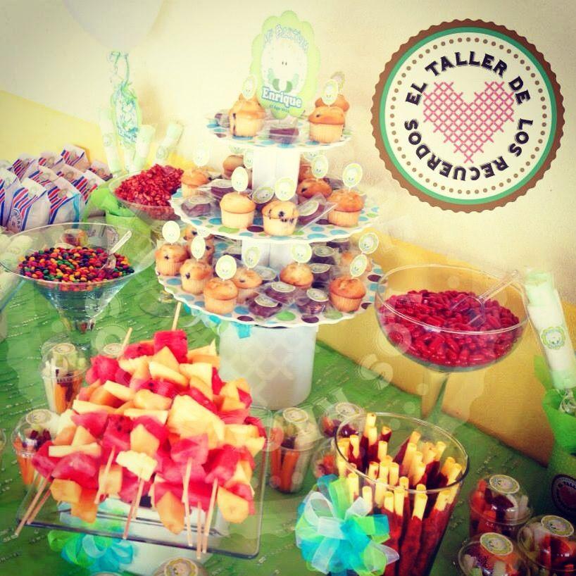 Mesa de dulces bautizo para 50 personas mesa de frutas for Mesas de dulces infantiles