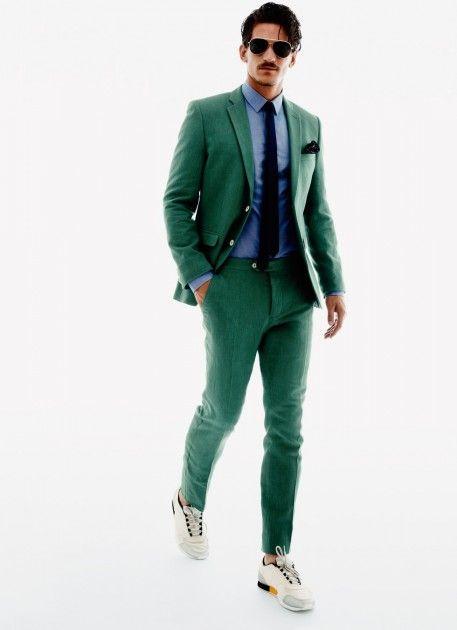 Un traje de verde para una entrevista de trabajo (como este) te dará  personalidad y elegancia.  entrevista  trabajo  ropa  hombre  verde 99c39c199f3