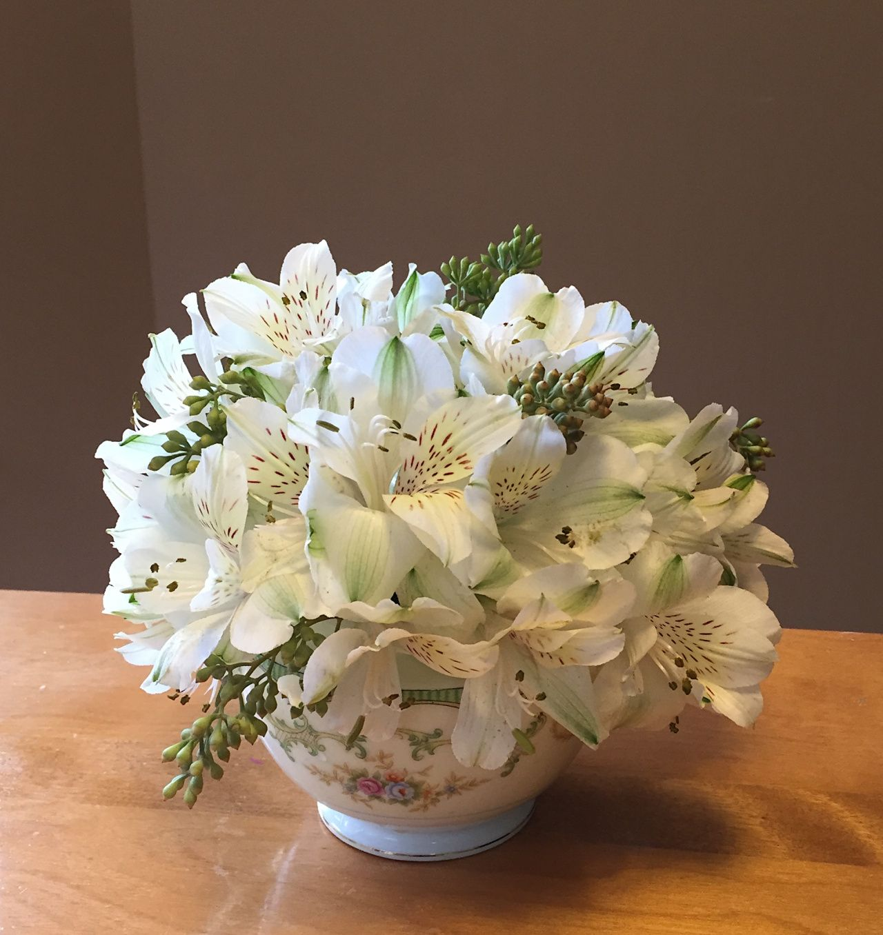 White alstroemeria centerpiece everything for a wedding