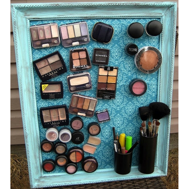 organizar  maquiagens.