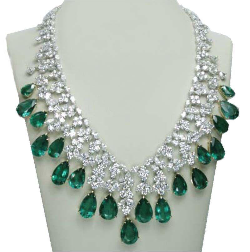 Emerald Diamond Jewellery: Platinum 226.60 Carat Green Emerald & Diamonds Necklace