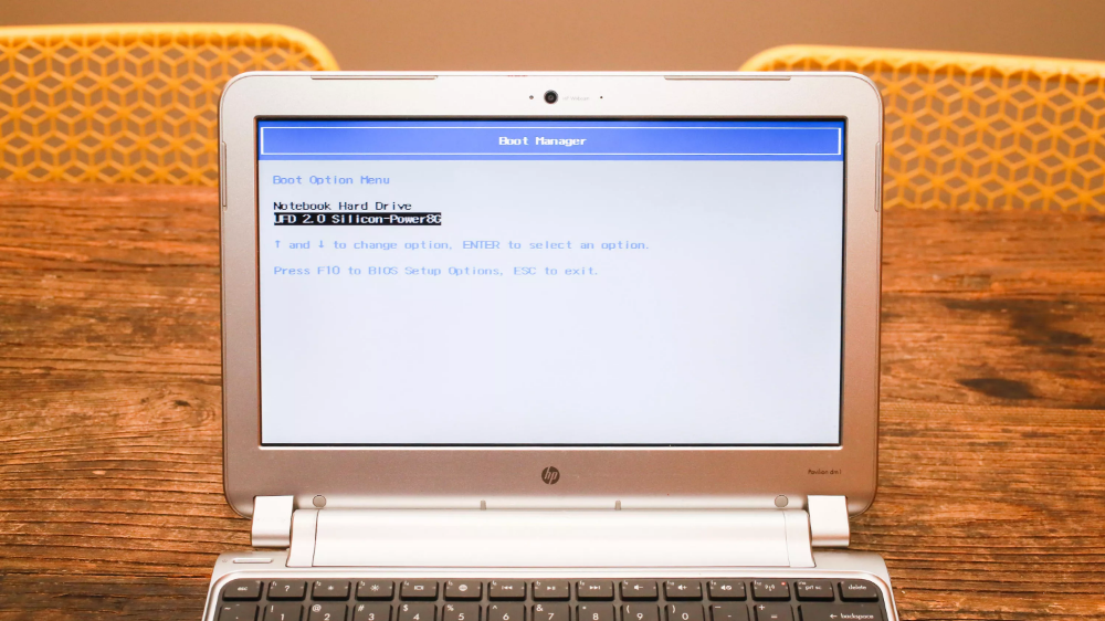 Here S How To Turn An Old Windows Laptop Or Macbook Into A Chromebook For Free Chromebook Usb Flash Drive Cnet