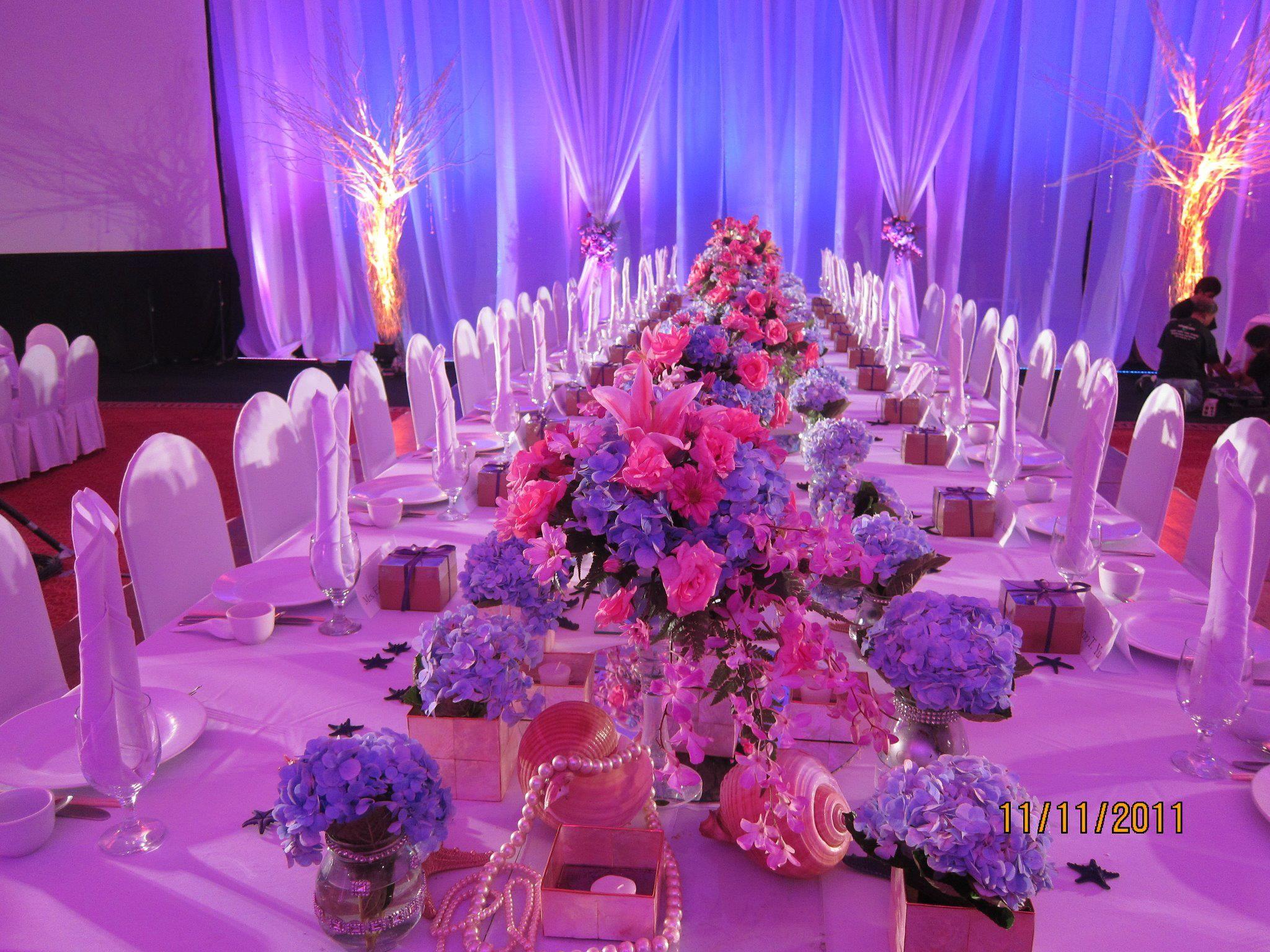 Wedding Presidential table decor by Jun Canete...very elegant =) luv ...