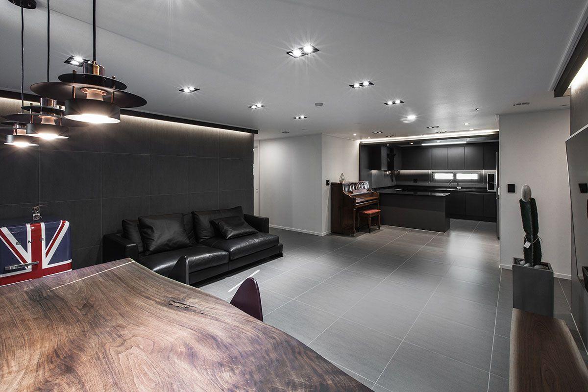 예쁜집인테리어 블랙앤화이트 감각적인 디자인 원목 테이블 루이스폴센 조명 아파트 인테리어 인테리어 집 꾸미기 블랙 인테리어