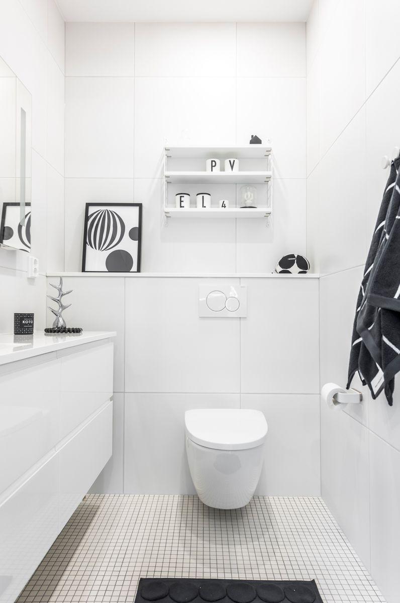 CUBO. Lattiassa Arkitekt Color valkoinen M2,5x2,5 cm, seinässä Nova Arquitectura valkoinen M60x60 cm, matta. #pukkilalaatat #pukkila