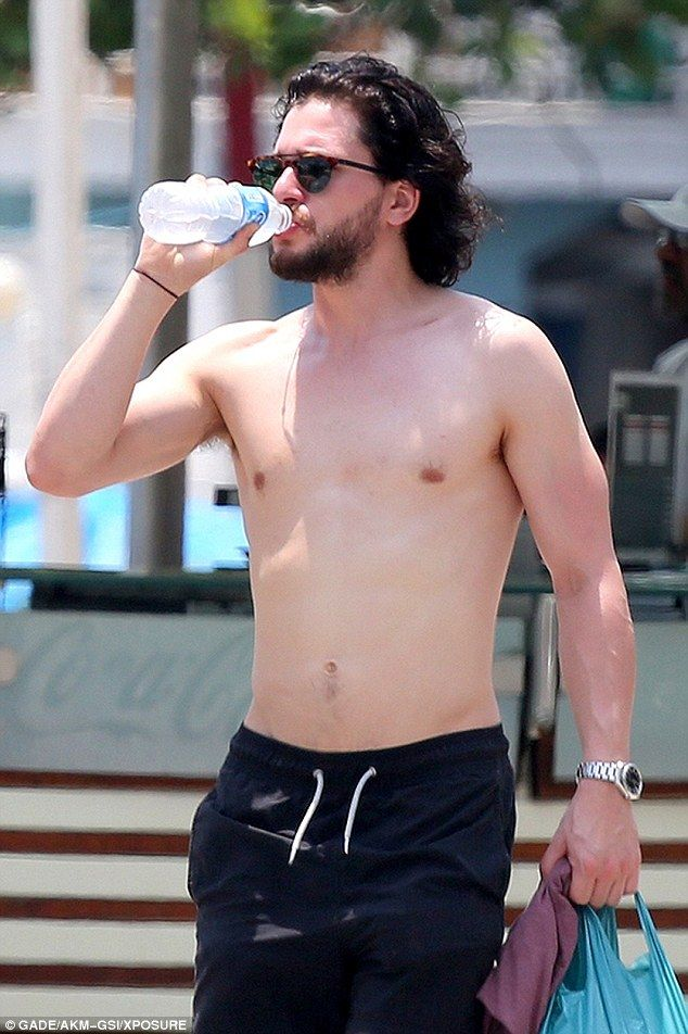 Kit Harington show off his incredibly toned physique | Kit ...